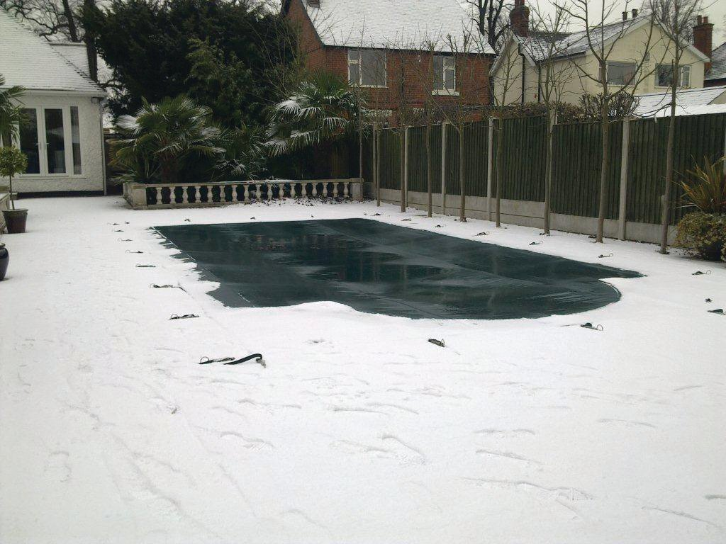 How to remove snow from your pool winter cover - Opening a swimming pool after winter ...